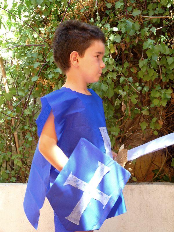 deguisement chevalier papier crepon